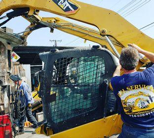 Las cinco razones principales por que R. H. Servicio de martillos hidraulico es la empresa más grande del sur de California. 1) Vuelta rápida. 2) Servicio en más de seis condados, con respuesta inmediata. 3) Con experiencia en más de veinte marcas, estamo